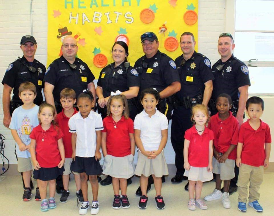 STPPS students enjoy a meal with local first responders